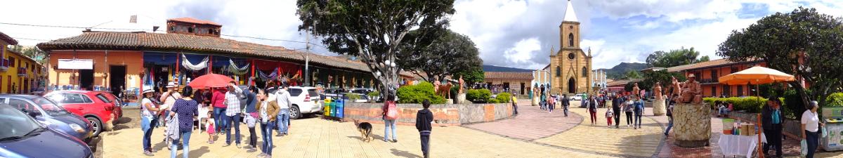 Plaza central de Raquira Boyaca